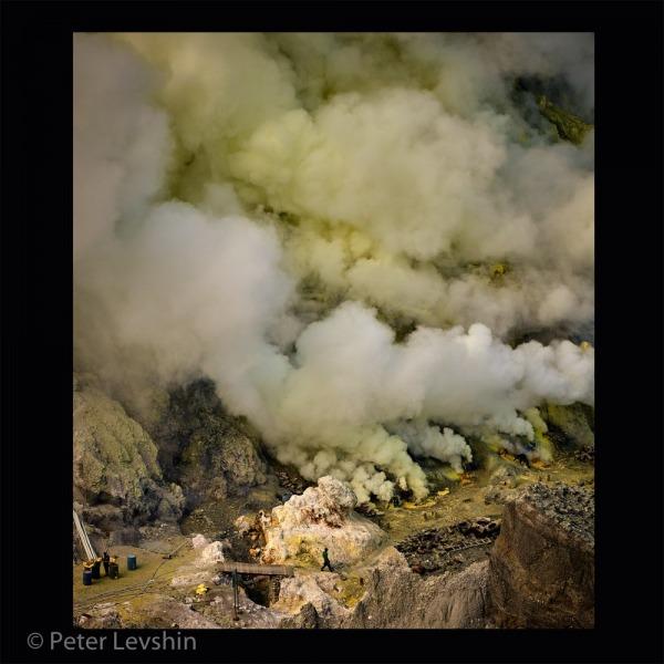 1150976_Master_Photojournalism_Sulfur_Mining_125344_Peter-Levshin