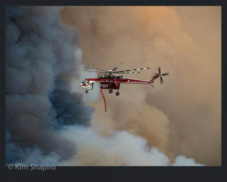 2150779_Photojournalism_Fighting_Fires_From_The_Sky_121102_Kim-Shapiro